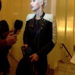 Ingrid recien llegada responde preguntas de los periodistas