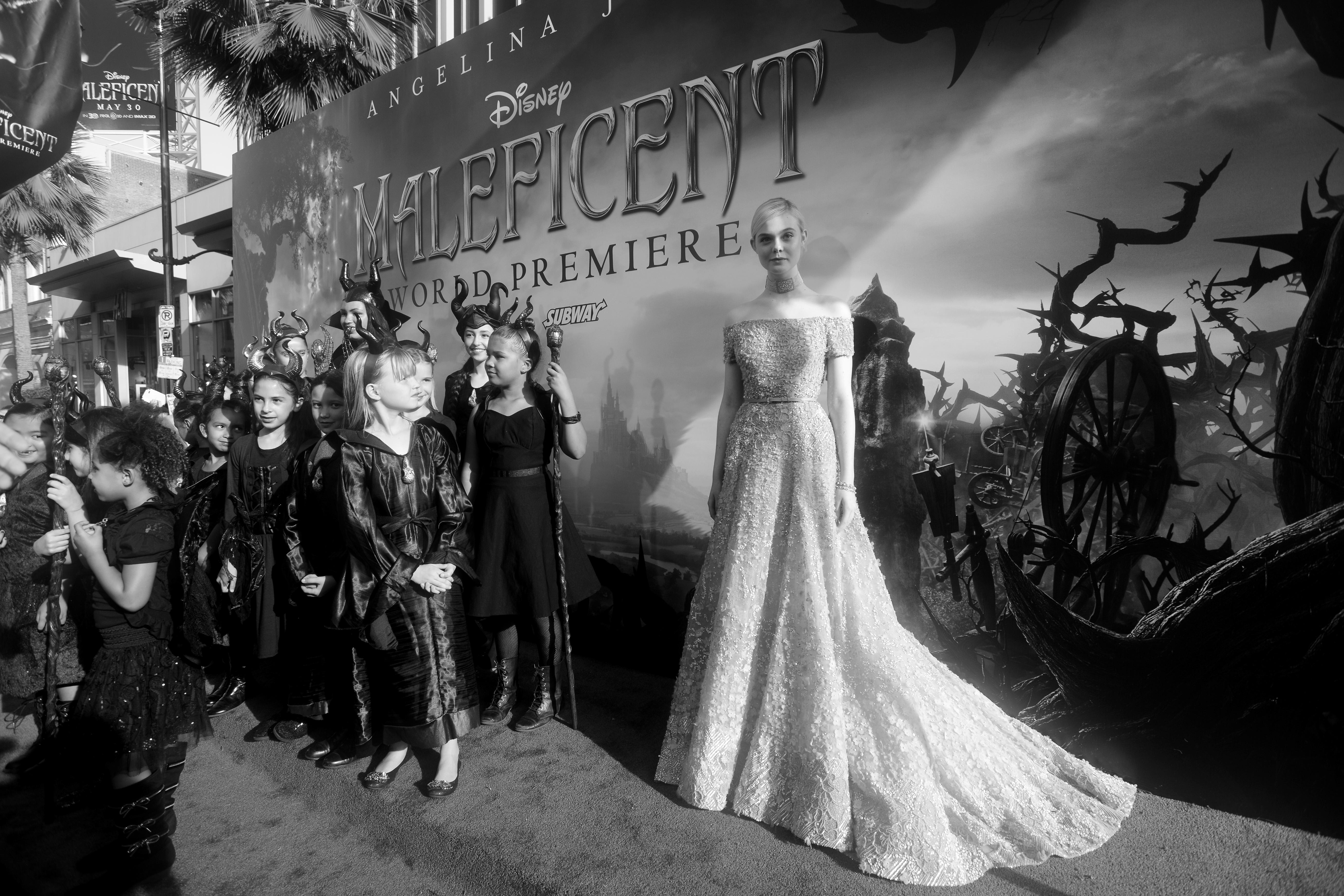 Elle Fanning con un vestido de Elie Saab en la Première de Los Angeles