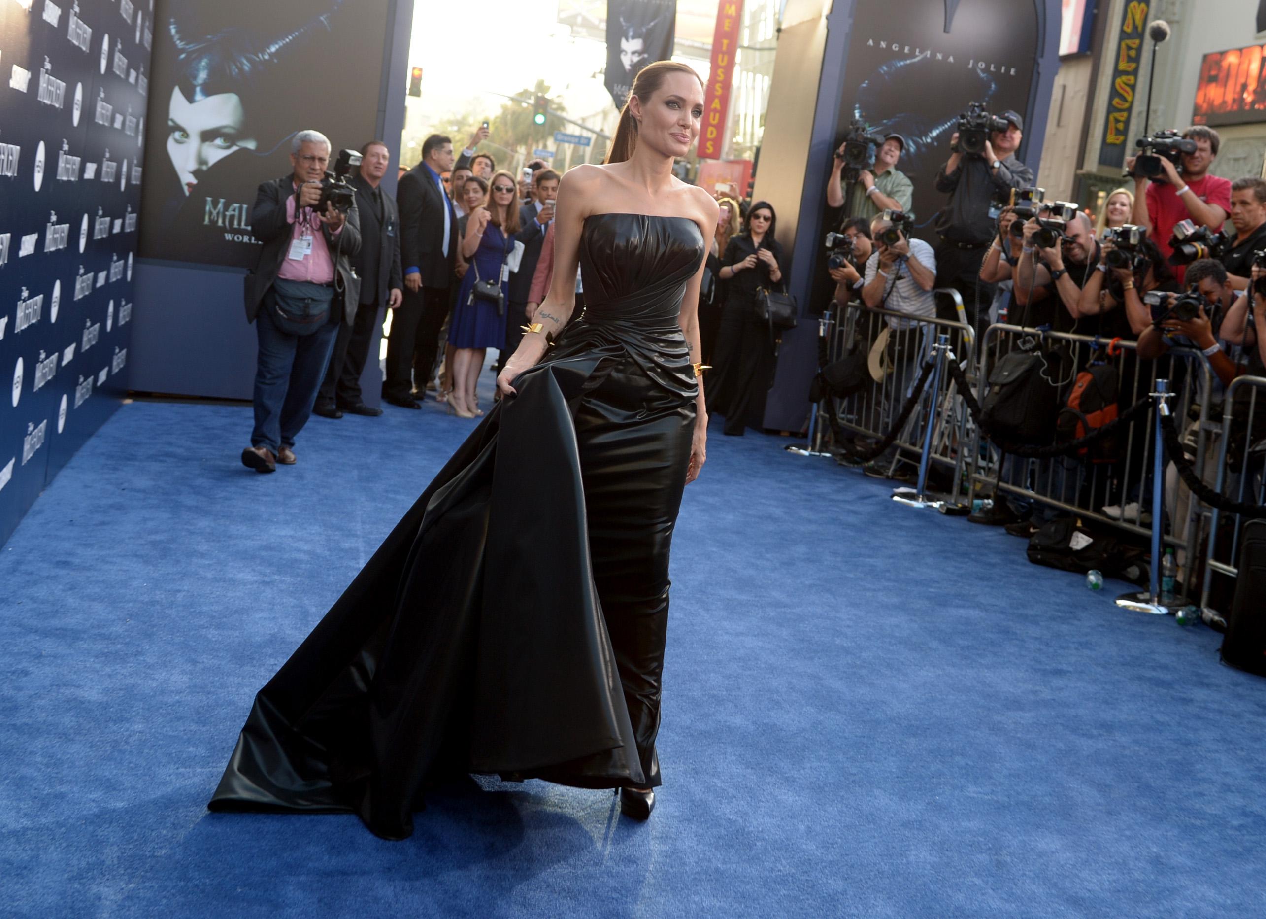 Angelina Jolie by Versace en la Première de Los Angeles