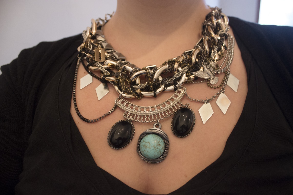 Detalle de collar con piedras - Mes Lubies
