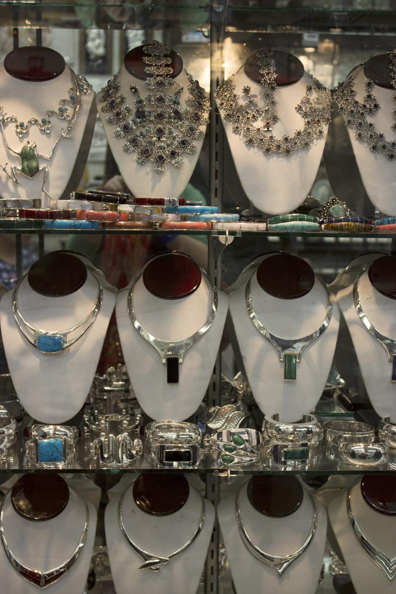 Algunas joyas en la tienda de Rafael, el joyero de la película Titanic