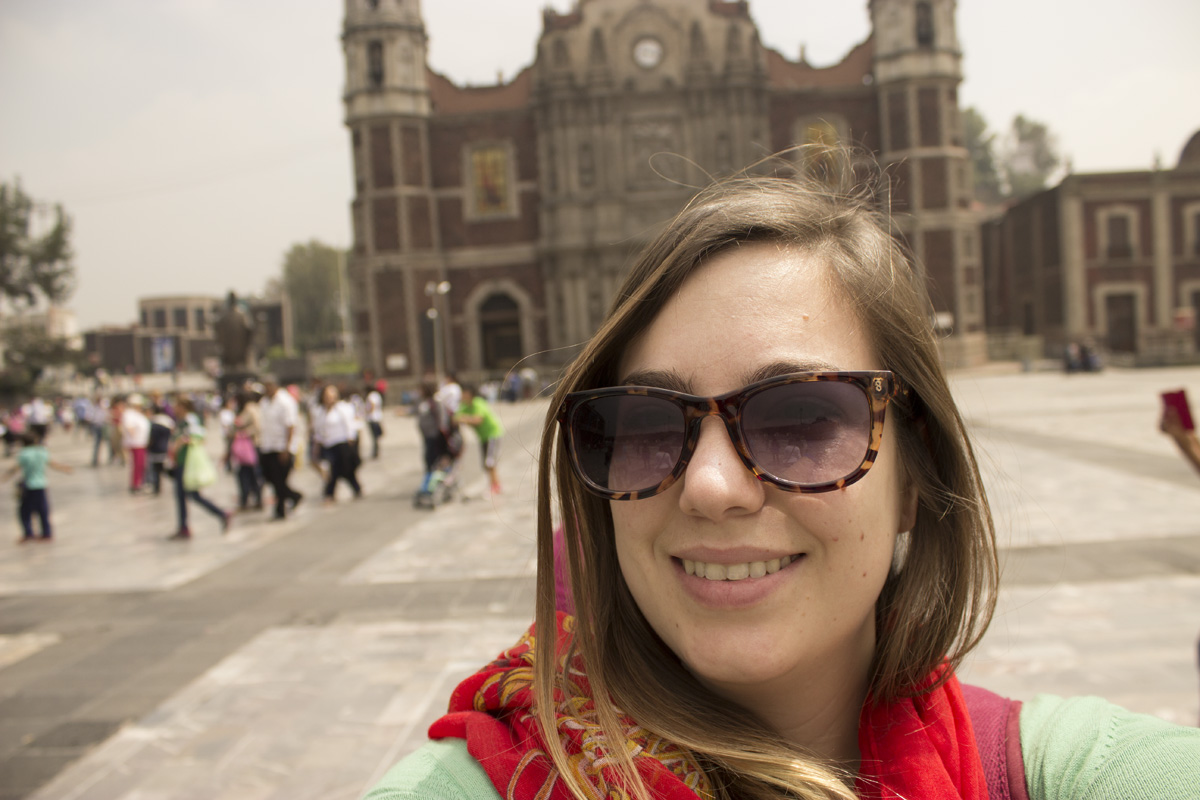 La Basilica de Guadalupe - Gafas, Infinit. Pashmina, Muaa!. Sweater, Gap.
