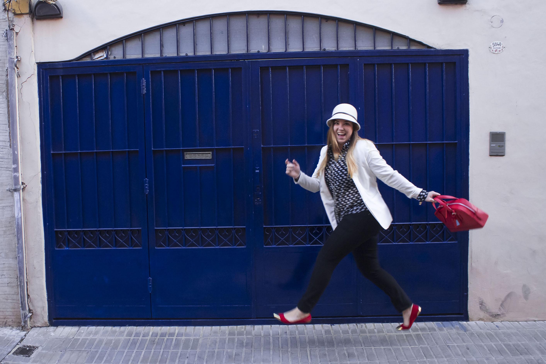 Get the look: Pantalón, blazer y chatitas, H&M. Sombrero, feria en NYC. Cartera, Calfun, Reloj, Michael Kors. Camisa, Mix Couture.