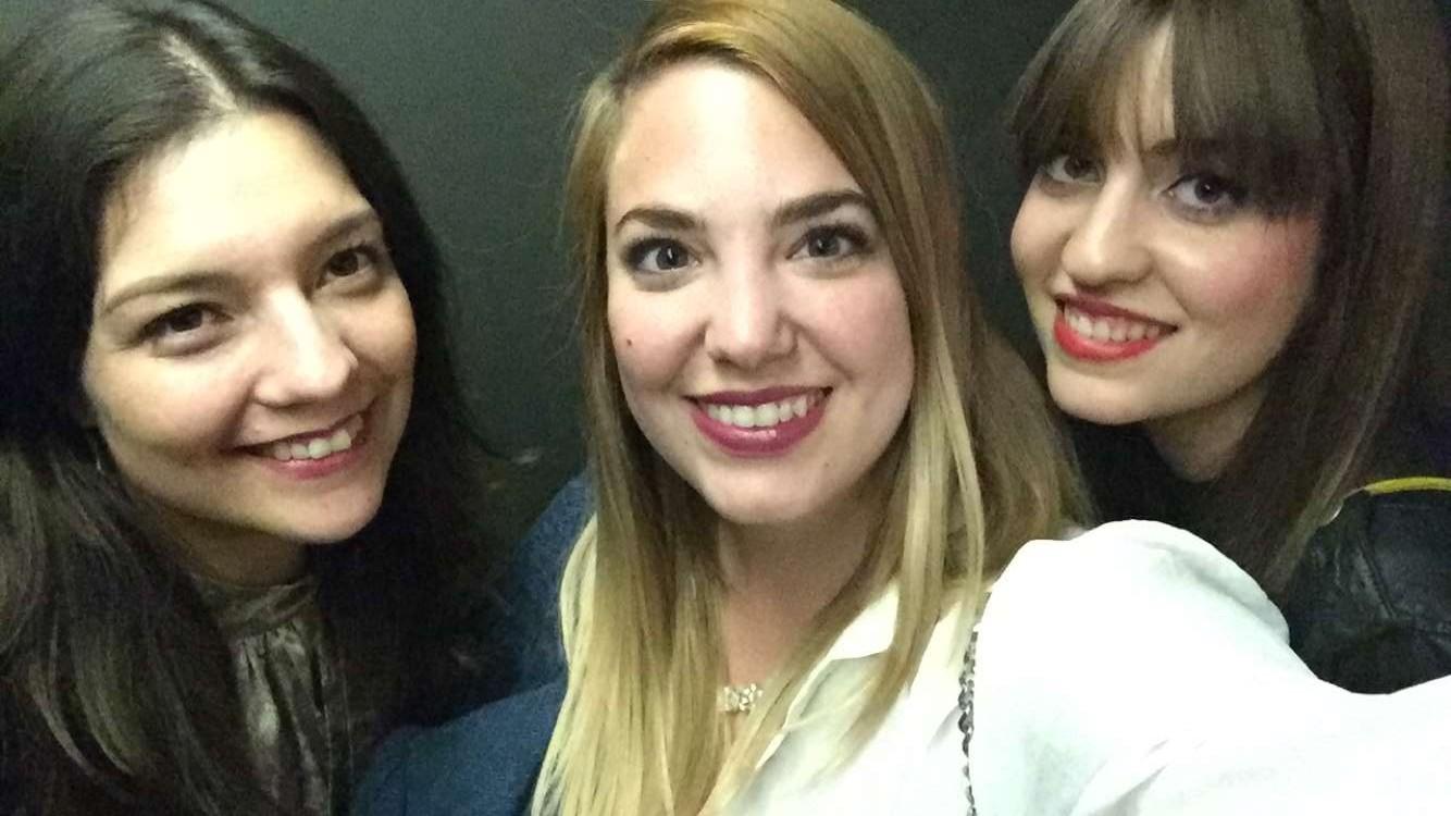 Junto a Arantxa y Connie, blogueras de España y Chile respectivamente.
