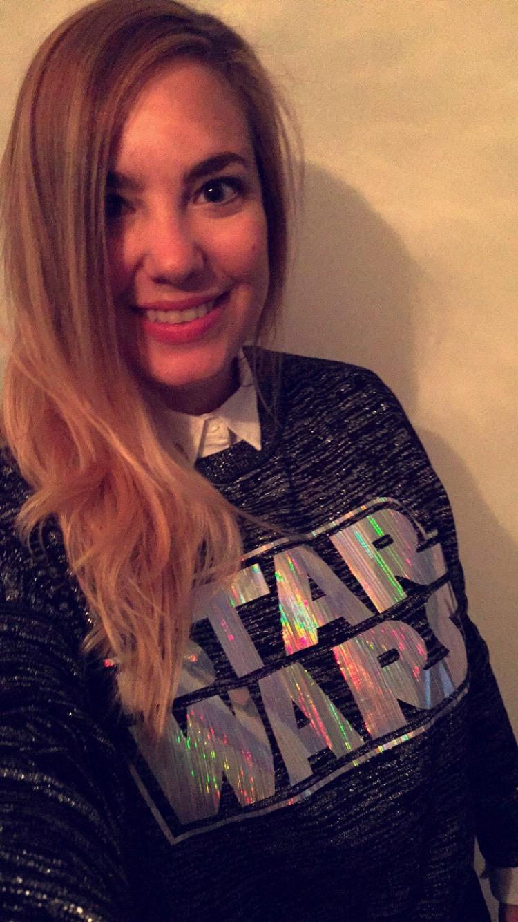 Mi look de hoy con buzo de Star Wars.