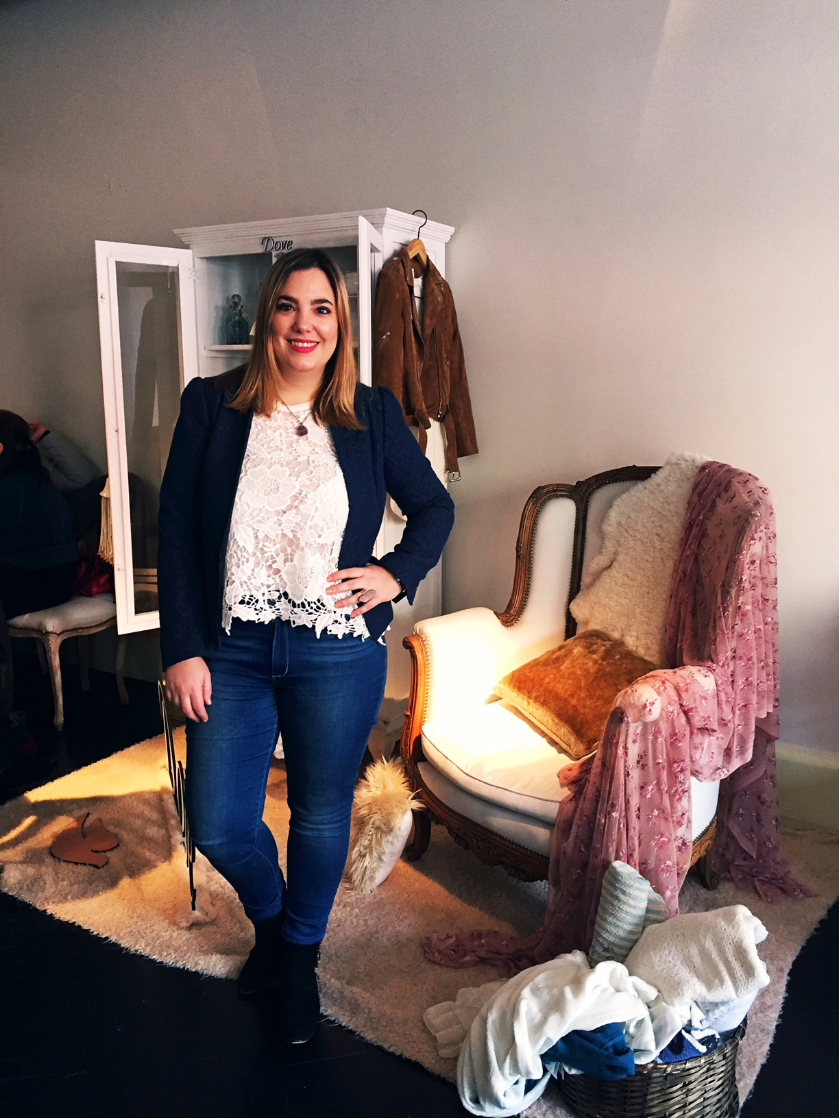 Look para el evento: Jeans, Mango. Top de encaje, Zara. Blazer, H&M. Botitas, Forever 21.