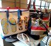 Colores, ojotas y bolsos playeros